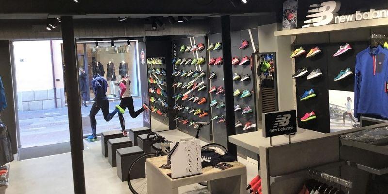 """3′.30"""" Running Store"""